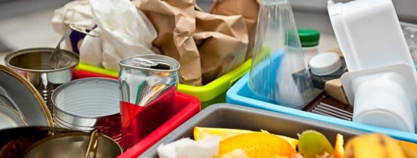 Reciclaje y contenedores de basura en restaurantes