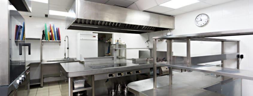 Medidas de seguridad y normas de almacenaje en la cocina de un restaurante